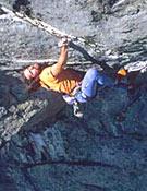 """Alex Huber saliendo de la Black Cave, El Niño, 8a+. - Foto: <a href=""""http://www.huberbuam.de"""">huberbuam.de</a>"""