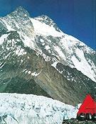 Vertiente oeste del Broad Peak, por la que Buhl, Diemberger y compañía realizaron la primera ascensión en 1957, sin ayuda de sherpas ni oxígeno. <br> Foto: Primer vencedor de los 14 ochomiles, R. Messner