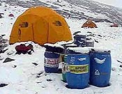 Campo base del Nanga Parbat. Las nevadas han obligado a la expedición kazajo-internacional a tomarse un descanso. - Foto: russianclimb.com