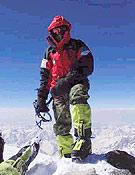 """El kazajo Denis Urubko en la cima del Nanga Parbat. - Foto: <a href=""""http://www.russianclimb.com"""">russianclimb.com</a>"""