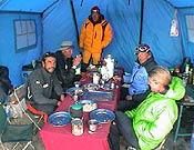 """El grupo cimero descansando en el campo base antes de intentar la cumbre. Carlos es el primero por la izquierda. - Foto: <a href=""""http://www.carlospauner.com"""">carlospauner.com</a>"""