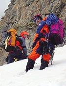 """Tomaz Humar y compañía en plena aclimatación, camino del C1 en la vía Messner. - Foto: <a href=""""http://www.humar.com"""">humar.com</a>"""