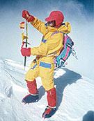 Carlos Soria en la cima del Nanga, su primer ochomil, que logró junto a Pedro Nicolás en la expedición del 90. - Foto: Carlos Soria