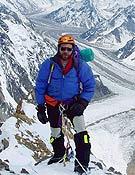 Jorge Palacio tras escalar la Chimena House. - Foto: Exped. Madrid K2 2003