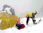 Pésima meteo en el K2, que ha obligado a un descanso forzado en el campo base. Desde hoy, 18 de julio, podría mejorar... - Foto: Anadalucía k2 2003