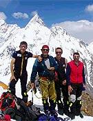 La expedición madrileña al completo en el Campo 1 del K2. Ahora, el Broad Peak es el objetivo más inmediato. - Foto: Foto: Exped. Madrid K2 2003