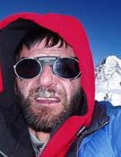 Jorge en la cumbre del Broad Peak, detrás la cumbre del K2.