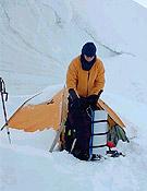 Campo 3 del Khan Tengri (5.800 m), donde Chus ha pasado varias noches para completar su aclimatación para el Pobeda Peak. - Foto: Chus Lago