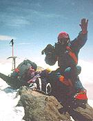 Juanito Oiarzabal a 8.300 m en el Lhotse, cuarto ochimil principal del planeta por altura. <br>Archivo Desnivel