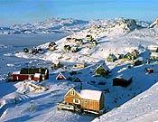 Apilatoq, localidad más cercana al campo base, donde la expedición acude a reponer provisiones. - Foto: p-guara.com