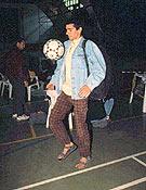 Aunque lo cite en su carta, Dani pasa del fútbol. ¡Escalar o morir!, y pasarlo bien.  ~ Archivo Desnivel