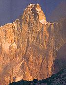 Cara norte del Kumbhakarna (7.710 m). - Foto: El Escalador del Himalaya, de D. Scott