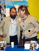 César P. de Tudela y Pilar del Castillo en la Librería Desnivel, tras el acto de presentación del libro. - Foto: Sergio Prieto