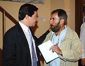 Amistad y colaboración. Pedro Calvo y César P. de Tudela conversando tras la presentación. - Foto: Sergio Prieto