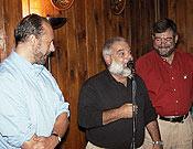 Luis Fraga, el director del Parque Natural de Peñalara, Juan Vielva, y Pepe Hurtado durante la entrega de placas y medallas. - Foto: Juanjo Zorrilla