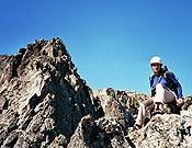 La pirineista catalana Mercedes Planas en la Torre de Casterillou el pasado 24 de septiembre, fecha en la que completaba los 212 tresmiles de la lista oficial UIAA, confeccionada por el Equipo de los Tresmiles coordinado por el ya fallecido Juan Buyse. - Foto: Col. M. Planas