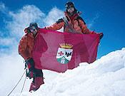 Raúl y Álvaro en la cumbre del Malubiting Central (7.260 m). - Foto: Raúl Magdaleno.