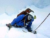 Imagen de la versión cinematográfica de Tocando el Vacío, dirigida por Kevin Mcadonald, y premiada en Banff 2003. - Foto: banffcentre.ca