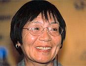 Junko Tabei, la primera mujer en coronar el Everest, en la pasada edición del Festival de Torello (2002). ~ Archivo Desnivel