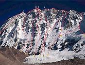 Vías de la cara suroeste del Shisha Pangma. La ruta Wielicki asciende por el centro de la zona derecha de la pared. - Foto: C. Figueras