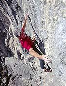 Toni Lamprech en libre sobre Rock of Casbah, 8b/c de tapia en los pre alpes bávaros (Alemania). - Foto: Wolfgang Ehn