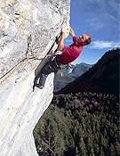 Aérea toma de Toni sobre la excelente caliza de Rock of Casbah (200m, 8b/c). - Foto: Wolfgang Ehn