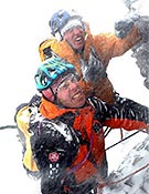 Patagonia en estado puro. Robert Jasper y Stefan Glowacz aguantando mecha en el Murallón. - Foto: robert-jasper.de