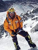 Simone Moro sobre el hielo de la cara suoreste del Shisha Pangma. - Foto: simonemoro.com