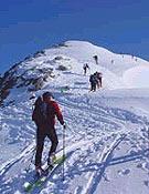 La estación de Baqueira acogió el Campeonato de España por equipos 2002: ascendiendo al Tuc de Baciver (2.644 m). - Foto: Jordi Marimon