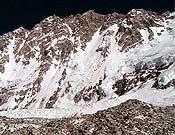 Línea de ascensión trazada por la expedición en la cara suroeste del Shisha Pangma. - Foto: simonemoro.com