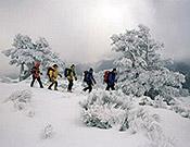 Senderismo invernal en la Sierra de Guadarrama.  ~ Archivo Desnivel