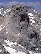 Cara este del Picu, donde también se centró, desde abajo, la labor restaudora.  ~ Archivo Desnivel