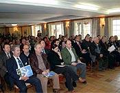 Público asistente al acto de presentación, celebrado en Arenas de Cabrales. - Foto: Javier G. Caso