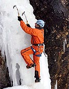 Joan Quintana, presidente del GAME, escalando en hielo durante el pasado Encuentro en el Pedraforca. - Foto: Archivo Desnivel