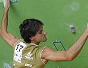 Bruno Macías, fajándose en el rocódromo. Foto: Dpto. Prensa FEDME
