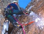 Chiro Sánchez, director del Equipo de Jóvenes Alpinistas de la FEDME, en acción. Mixto en Boí.<br> Foto: Archivo Desnivel