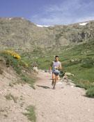 Uno de los participantes en el Maratón Alpino Madrileño, que se celebra cada año en la Sierra de Guadarrama.- Foto: Archivo Desnivel