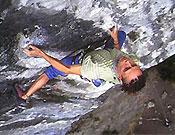 Steve en Mecca extension, 8c/8c+ de Raven Tor. - Foto: Seb Grieves/go-mountain.com