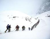 A pesar del mal tiempo, muchos esquiadores se lanzaron a los Picos de Europa en una de las clásicas del calendario nacional.- Foto: Prensa-Régil