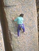 Sin cuerda en el Espolón lunático del Hueso (La Pedriza), poniendo en práctica la Teoría del Canalizo.- Foto: Col. Josechu Jimeno