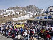 Detalle de la concentración del 20-M en el Portalet, reclamando el perdón para Espelunciecha.- Foto: Ignacio Ferrando