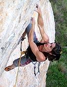 Eva López sobre su primer 8b+, Eros tensa el arco, Cuenca. - Foto: Luis A. Félix