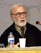 Eduardo Martínez de Pisón durante una conferencia en favor del diálogo y la ordenación del territorio en el Pirineo Aragonés.- Foto: Ignacio Ferrando