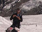 Simone Moro, entre los campos I y II en el Annapurna.