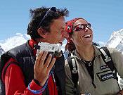 Oscar Cadiach y Edurne Pasaban, miembros de los dos grupos de Al filo que intentarán el K2 por la Magic Line y el Espolón Abruzzos, respectivamente. - Foto: K2 Magic Line