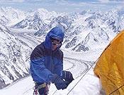 Montando el Campo 2 en el Espolón de los Abruzzos. - Foto: De Madrid al K2 2004