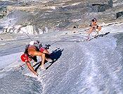 """Los hermanos Huber """"volando"""" sobre Zodiac. Hora y 51 minutos desde la base a la cima del Capi. - Foto: Heinz Zak"""