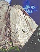 Macizo del Tsaranoro Kely, Madagasscar, donde se estira Bravo les Filles (600m, 8b), liberada por Iker Pou. - Foto: pouanaiak.com