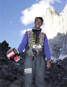 Valery Rozov tras el salto base. - Foto: mountain.ru