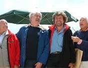 Messner y Bonatti con otros alpinistas en el Monte Rite.- Foto: planetmountain.com
